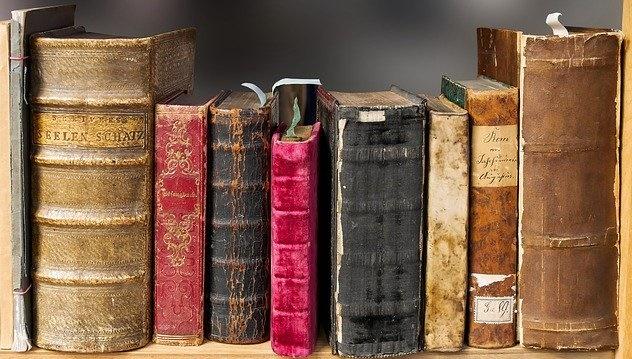 総務経理担当者になったら手元に置いておきたい本7選
